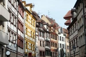 Herrliche Altbauwohnung mit Balkonloggia in der historischen Weißgerbergasse