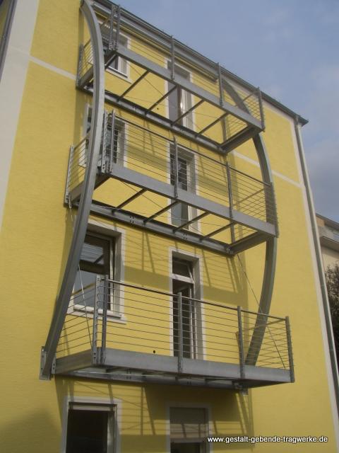 Haus Fassade Balkon Anbau